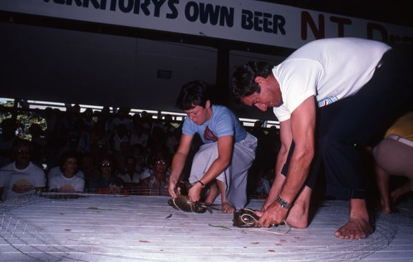 Crab tying competition