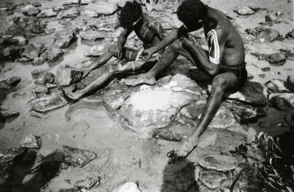 Aboriginal men body painting